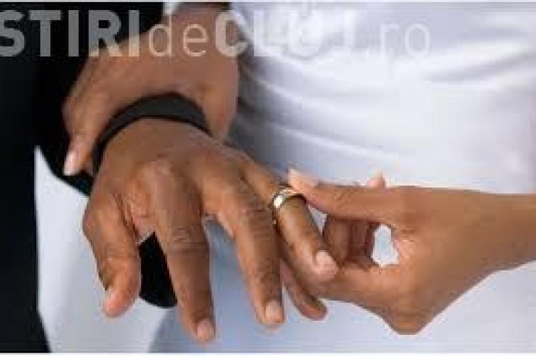 Caz UNIC: Doi bărbați se vor căsători cu aceeași femeie
