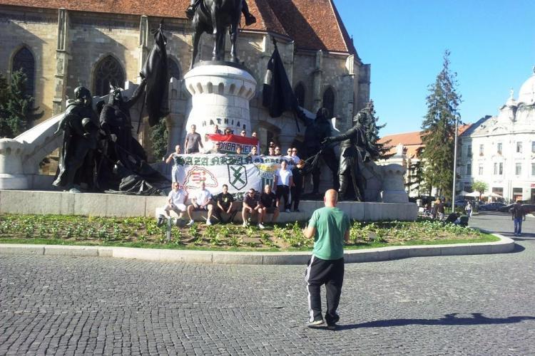 Suporterii unguri s-au oprit la Cluj-Napoca, în drum spre București și au încercat să incite - FOTO