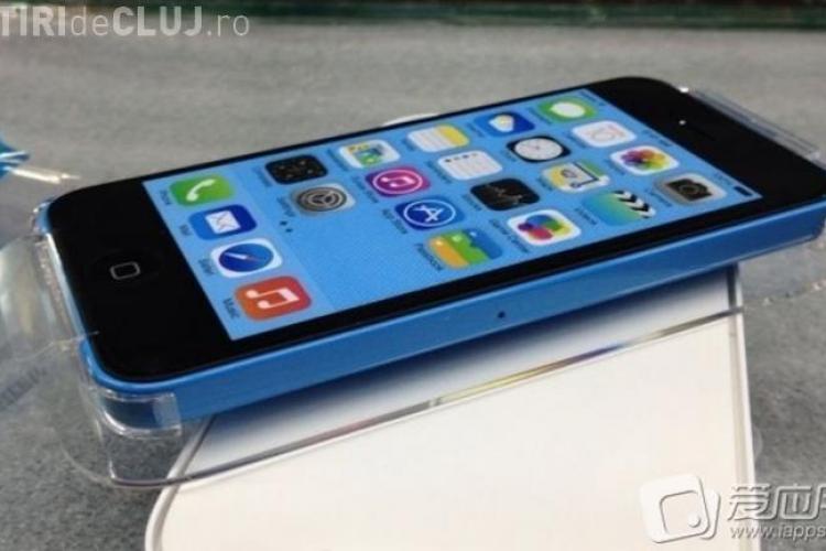 Primele poze cu iPhone-ul low-cost în cutia oficială FOTO
