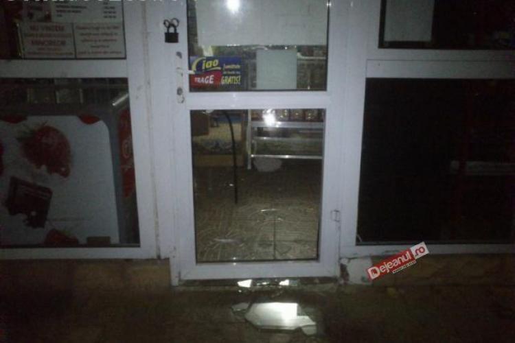 Trei minori au spart un magazin de haine la Dej