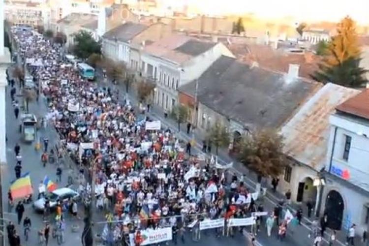 Peste 6.000 de clujeni au protestat împotriva proiectului Roșia Montană. Oana Boc s-a aflat printre protestatari VIDEO