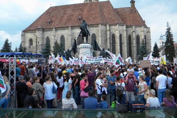 Protest împotriva proiectului Roșia Montană, marți, la Cluj-Napoca! Trafic blocat și sute de tineri care au cântat în stradă - VIDEO