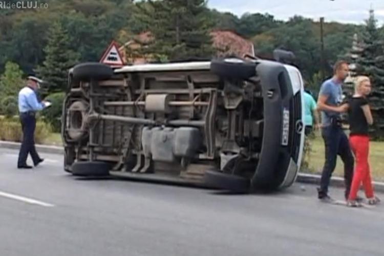 O șoferiță a reușit să răstoarne o DUBĂ la Dej - VIDEO