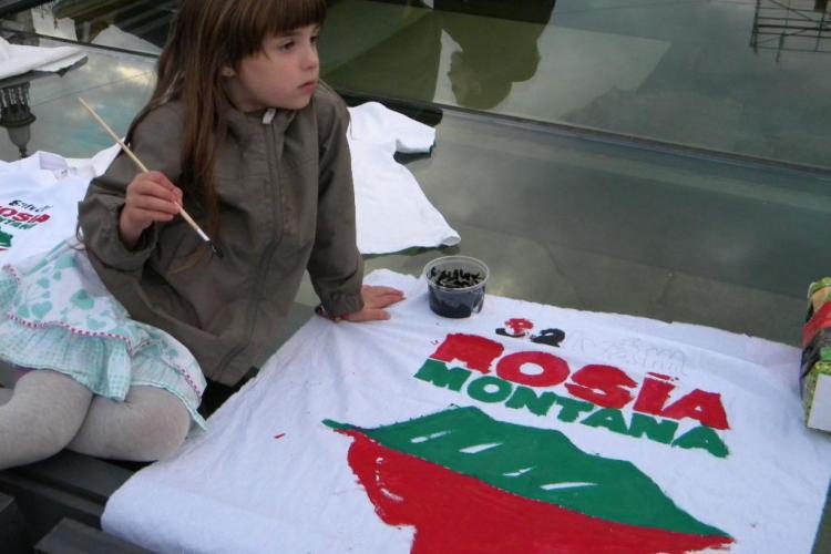 Protest Roșia Montană, duminică, 15 septembrie, în Piața Unirii. Acum se pregătesc afișele - FOTO