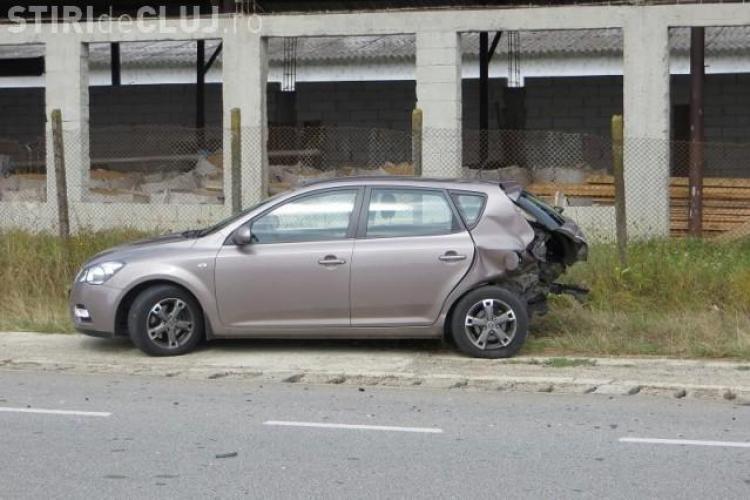 Accident la Livada. Un șofer a întors mașina în mijlocul șoselei, fără a se asigura FOTO