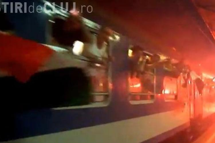 Suporterii maghiari au făcut un spectacol cu torțe și artificii la plecarea spre București VIDEO