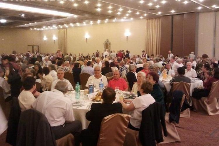 Pensionarii Clujului vor chefui pe banii Primăriei în 1 octombrie. Sunt 1.700 de bilete disponibile