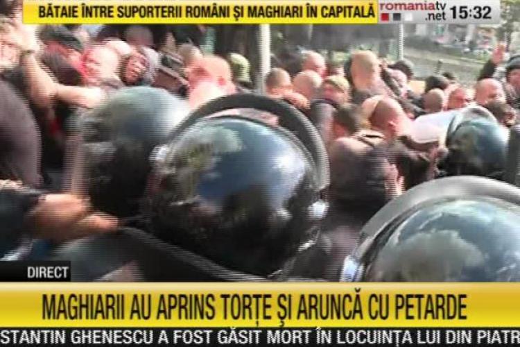 """Suporterii maghiari au """"devastat"""" Centrul Vechi din București. Au intervenit jandarmii FOTO"""