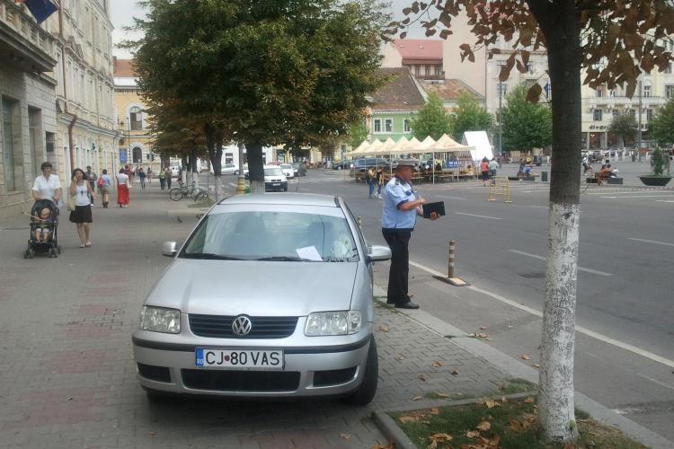 Razie la parcări în centrul Clujului! Vezi ce a pățit un șofer care a exagerat - FOTO