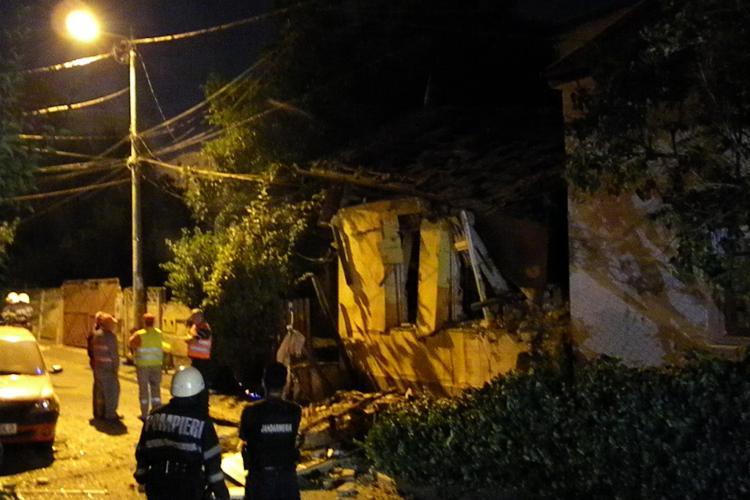 Explozie în Mănăștur, pe strada Ospătăriei. O casă a sărit în aer și 2 persoane au suferit arsuri. Vecinii dau vina pe E.ON Gaz - VIDEO