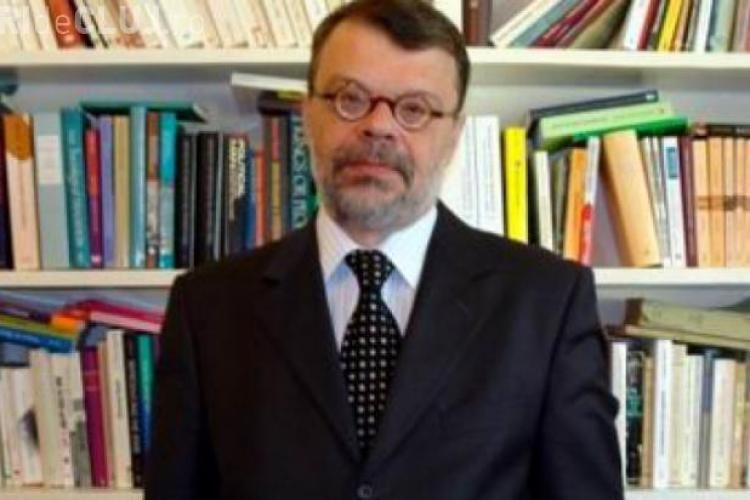 Ministrul Culturii atacat cu roșii la Cluj - VIDEO