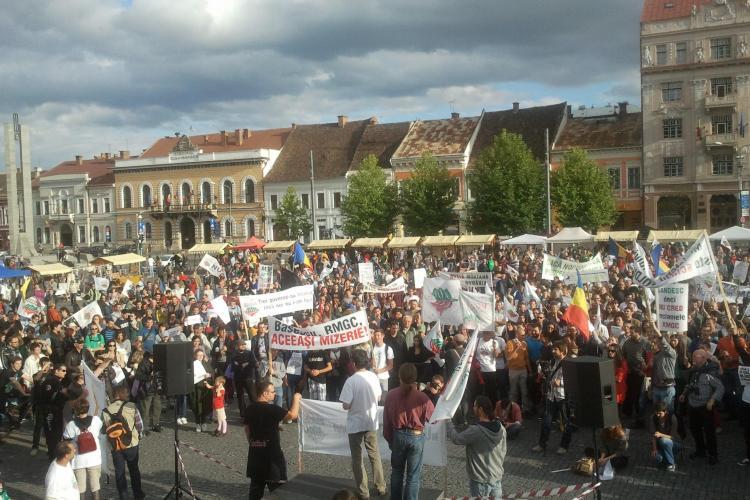 """Peste 3.000 de protestatari au ieșit în Piața Unirii: """"Revoluția începe la Roșia Montană"""" - Galerie FOTO"""