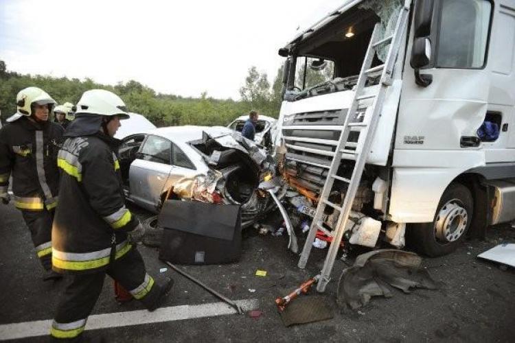 Accident în Ungaria: Trei români au murit, iar alții sunt răniți - VIDEO