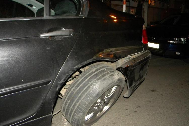 Accidentul in care un BMW a lovit 7 mașini în Gheorgheni surprins LIVE de CAMERELE DE SUPRAVEGHERE. Avea viteza mare!
