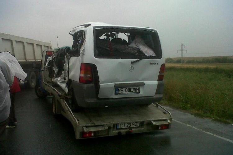 Accident între Șaula și Huedin! Două persoane au murit din cauza unui șofer vitezoman