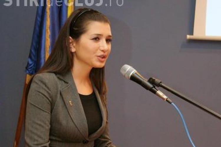 Elena Băsescu intră în concediu post-natal. Ce indemnizaţie va primi de la Parlamentul European