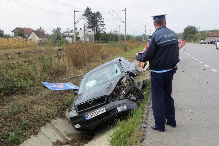Accident la Livada. Un șofer a întors pe mijlocul drumului și a DISTRUS două mașini - FOTO