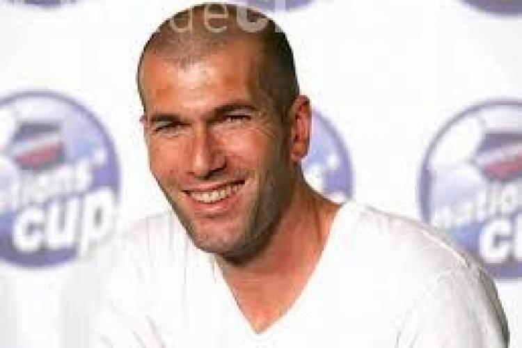 Zidane nu și-a pierdut indemânarea cu mingea. Vezi ce scheme face la 41 de ani VIDEO