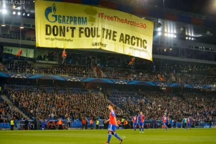 De ce a fost întrerupt meciul Basel-Schalke 04 de Greenpeace- VIDEO