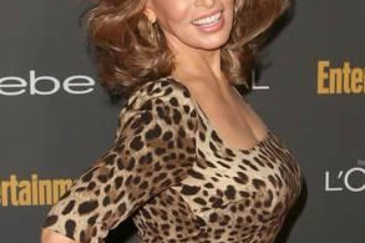 Are 73 de ani și este cea mai sexy septuagenară din lume. Vezi ce femeie întoarce capetele barbaților!