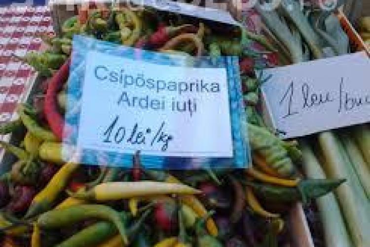 Etichete bilingve în piețe, cerute de extremiștii maghiari