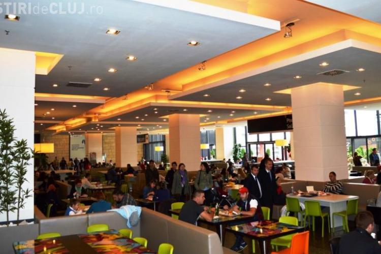 Food court-ul din Iulius Mall Cluj a fost reamenajat FOTO(p)
