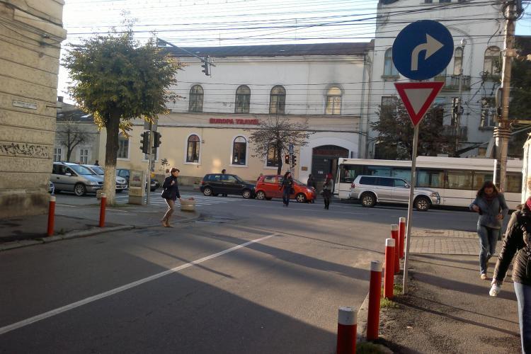 Accident în lanț în centrul Clujului. Mai multe mașini s-au lovit în față la Sora FOTO