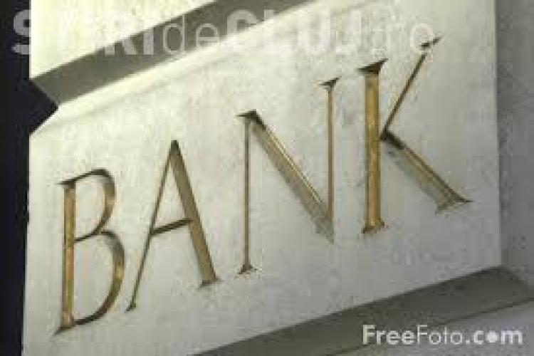 Românii pot denunța clauzele abuzive ale băncilor începând cu 1 octombrie