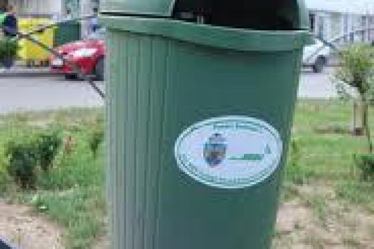 Clujenii se plâng de numărul mic al coșurilor de gunoi de pe străzi. Vezi ce spune Primăria