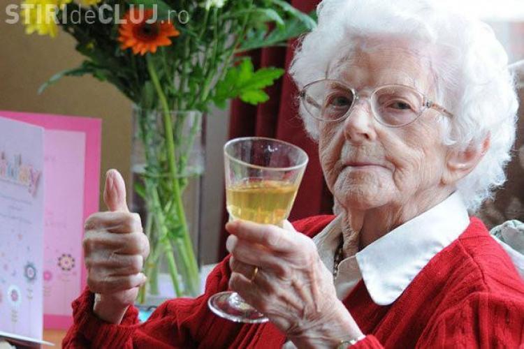 """Secretul femeii de 111 ani: """"Fumez câte 20 de țigări pe zi și beau..."""""""
