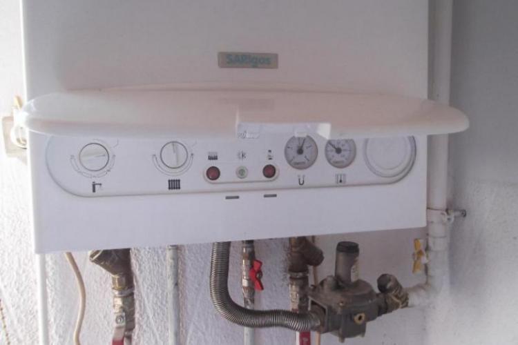 Clujean cu centrală termică, OBLIGAT să plătească la Termoficare pentru că îi trec țevile prin casă