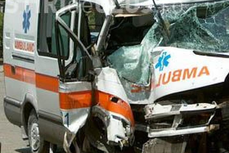 Accident la Sânpaul! Ambulanță lovită din spate de un șofer neatent. Are permisul suspendat