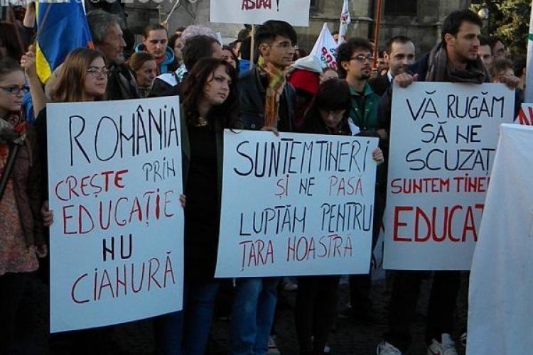 Protest Anti Roșia Montană la Cluj. Mulțimea a fost în Hașdeu, dar a mărșăluit și prin oraș. Piața Lucian Blaga, blocată circa 1 oră
