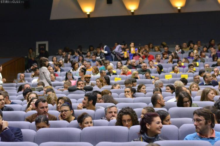 A început Comedy Cluj, ediţia a 5-a! Vor fi vizionări de film și la Clădirea Casino - VIDEO