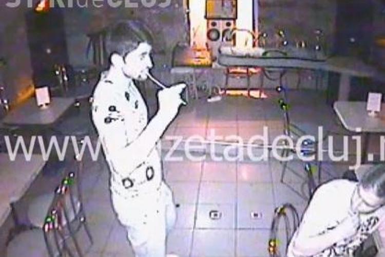 Tamaș și Florin Costea, de la CFR Cluj, BEȚI într-un bar. Și-au arătat chiloții în Romantic Club - VIDEO