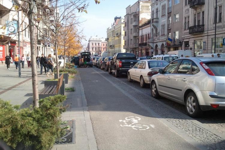Parcări în lanț pe pista de biciclete de pe Eroilor FOTO
