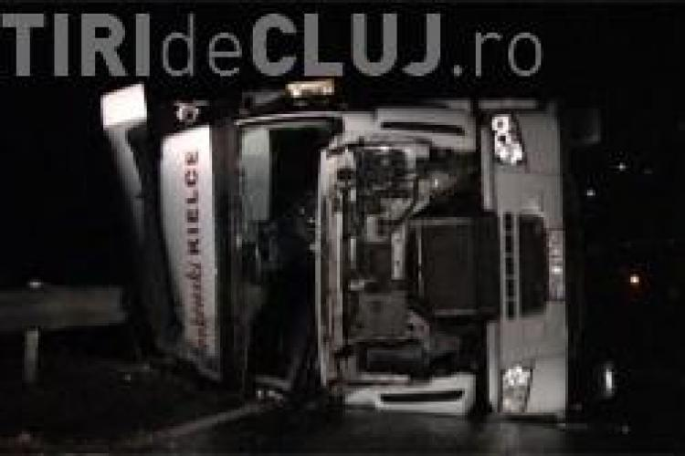 Accidente în serie pe DN1C. Două TIR-uri s-au răsturnat pe șosea VIDEO