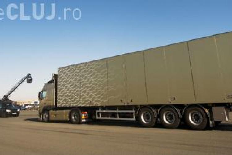 Cât de real este șpagatul lui Van Damme între cele două camioane Volvo - VIDEO