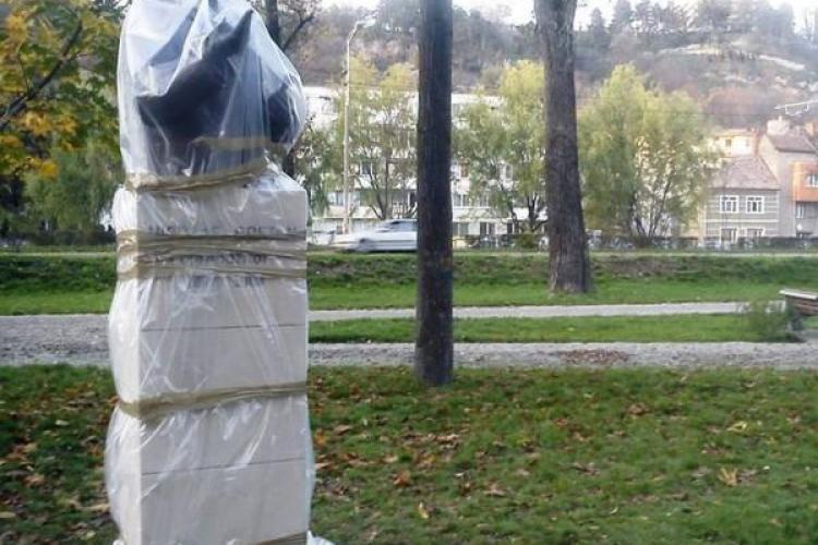 Statuie din Parcul Central, vandalizată în mod PROSTESC în numele ARTEI - FOTO