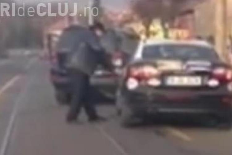 Taximetrist bătut de șoferul unui Mercedes pe Bulevardul Muncii Cluj - VIDEO