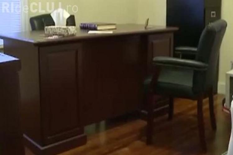 A cumpărat un birou de pe internet! Ce a găsit în el l-a surprins - VIDEO