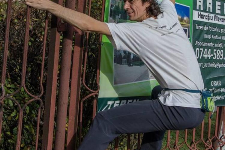 """Ecologiștii INVADEAZĂ zona verde de la blocul """"semilună"""" de pe Plopilor - FOTO"""