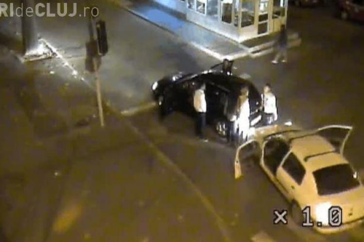 Cum se bat șoferițele în trafic, în urma unui accident - VIDEO