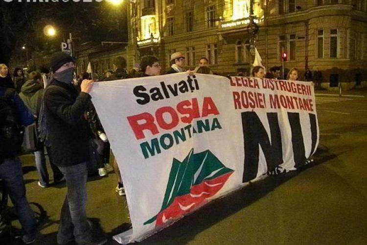 Câteva sute de oameni au protestat la Cluj împotriva exploatării de la Roşia Montană