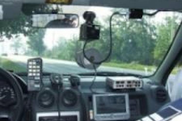 Minor de 14 ani prins de polițiști conducând cu 90 km/h. Tatăl acestuia era în scaunul din dreapta