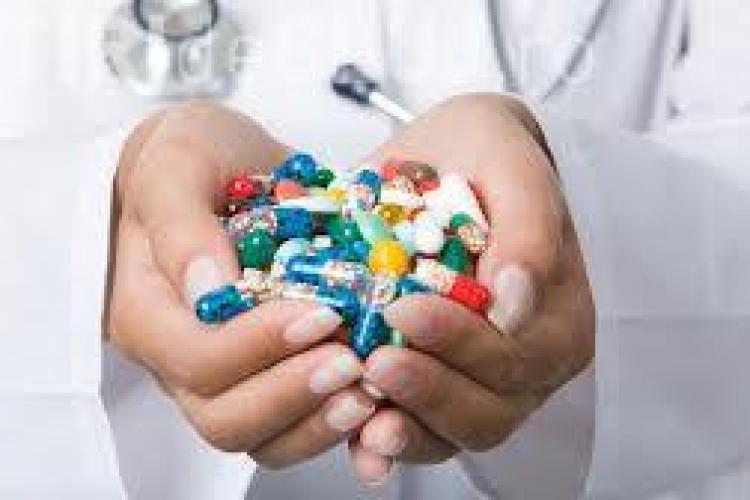 Șeful Casei de Asigurări: Din 2014, spitalele vor fi sancţionate dacă pun pacienţii să îşi cumpere medicamente