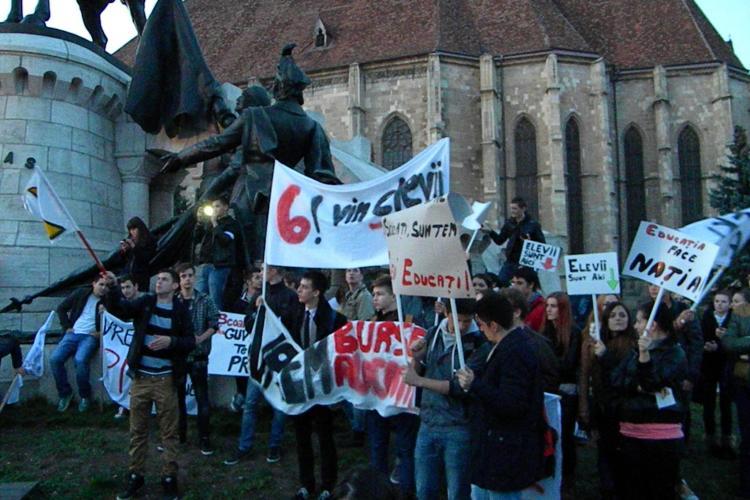 Studenții au protestat la Cluj: Vrem transport gratuit și 6% din PIB pentru Educație - VIDEO și FOTO