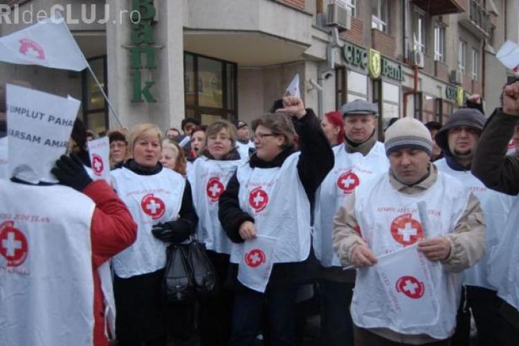 """Protest MACABRU al cadrelor medicale. Mesajul către ministrul Sănătății: """"Nu te vom uita NICIODATĂ!"""""""