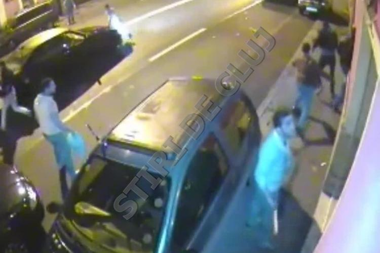 Doi romi implicați într-un MĂCEL cu săbii în centrul Clujului. VIDEO - IMAGINI ȘOCANTE