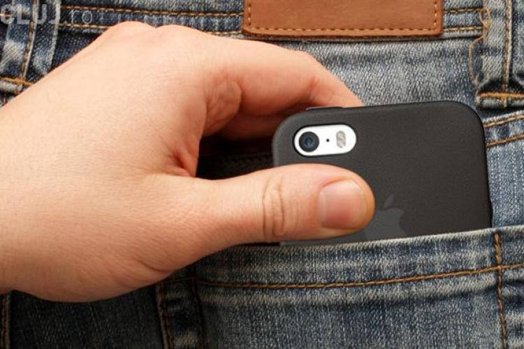 Un bărbat a fost prădat de hoțul politicos din China. I-a furat telefonul, dar i-a trimis numerele din agendă scrise de mână